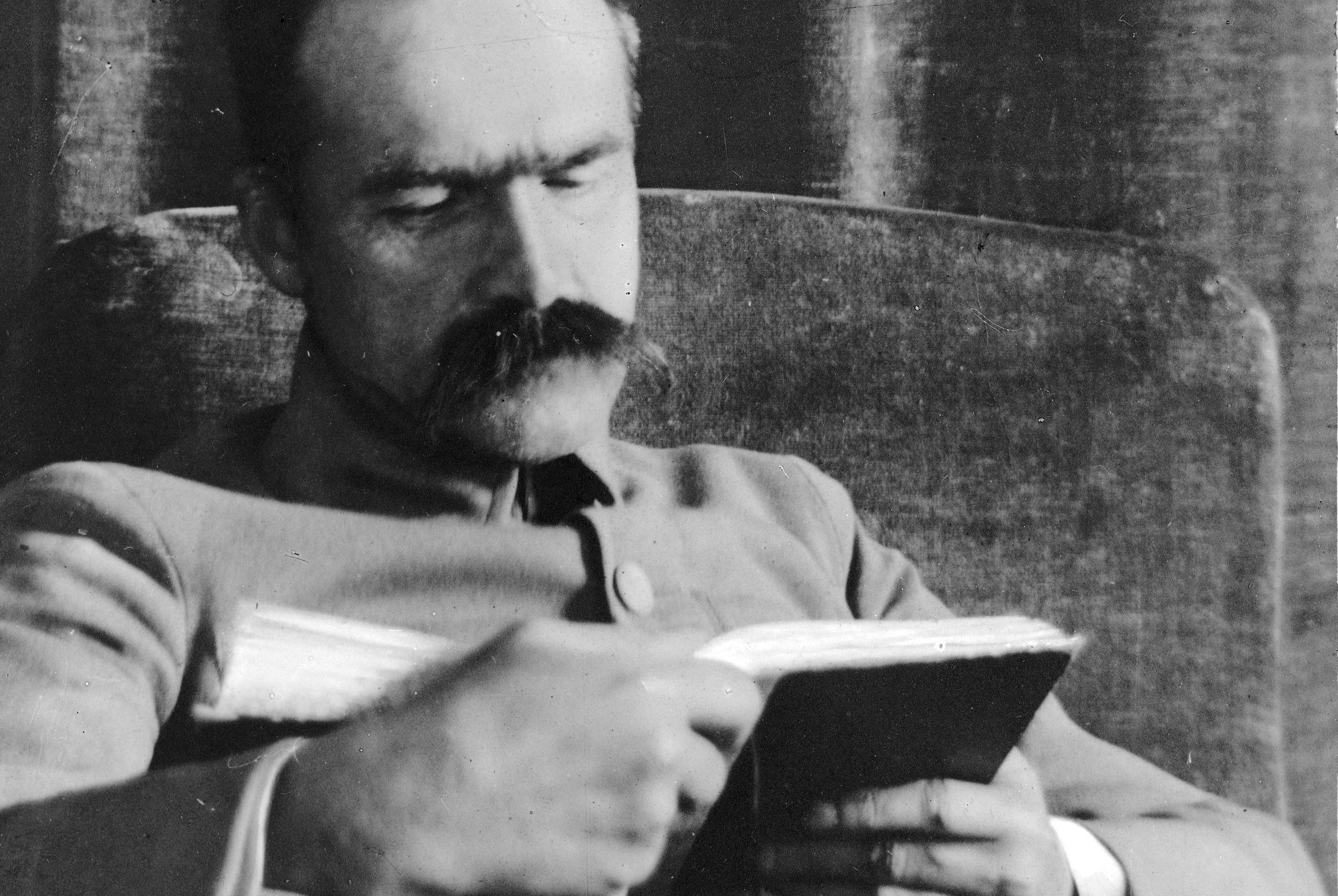 Lektury Marszałka Co Czytał Józef Piłsudski Biblioteki
