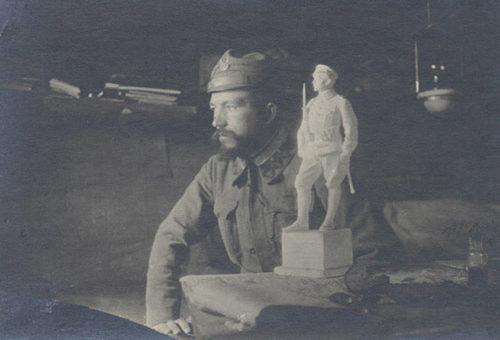 Legionista na biurku Piłsudskiego