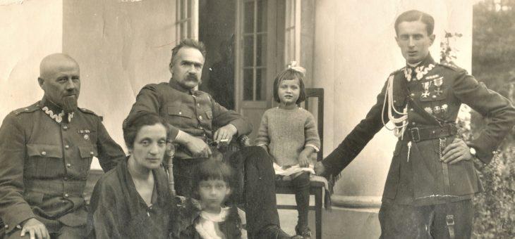 Piłsudski i adiutanci