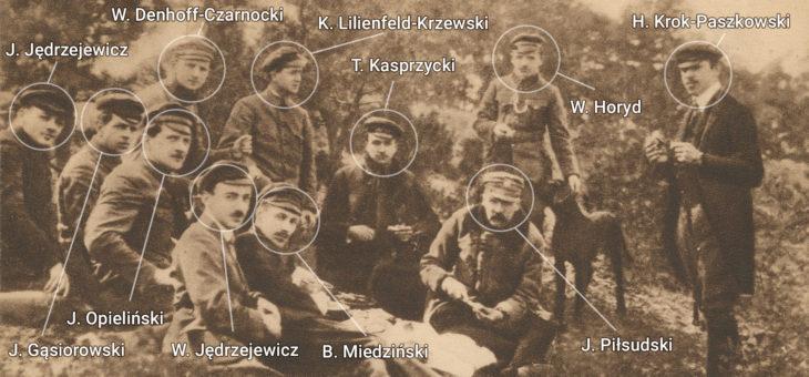 Ludzie z fotografii. Komenda Naczelna POW z Józefem Piłsudskim podczas ćwiczeń