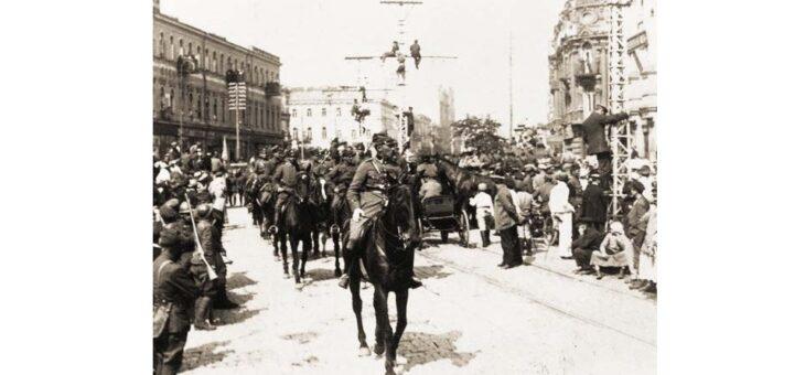 Rok 1920. Ukraińcy i Polacy defilują w Kijowie