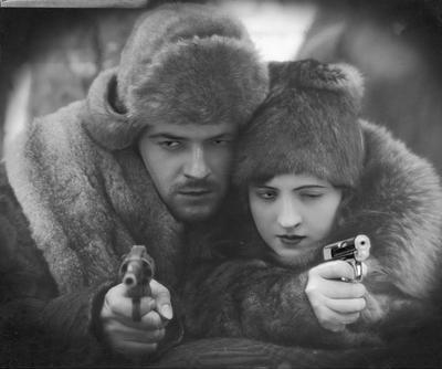 Adam Brodzisz (Ryszard Prawdzic) i Jadwiga Smosarska (Rena Czarska). kadr z filmu Zbiory NAC