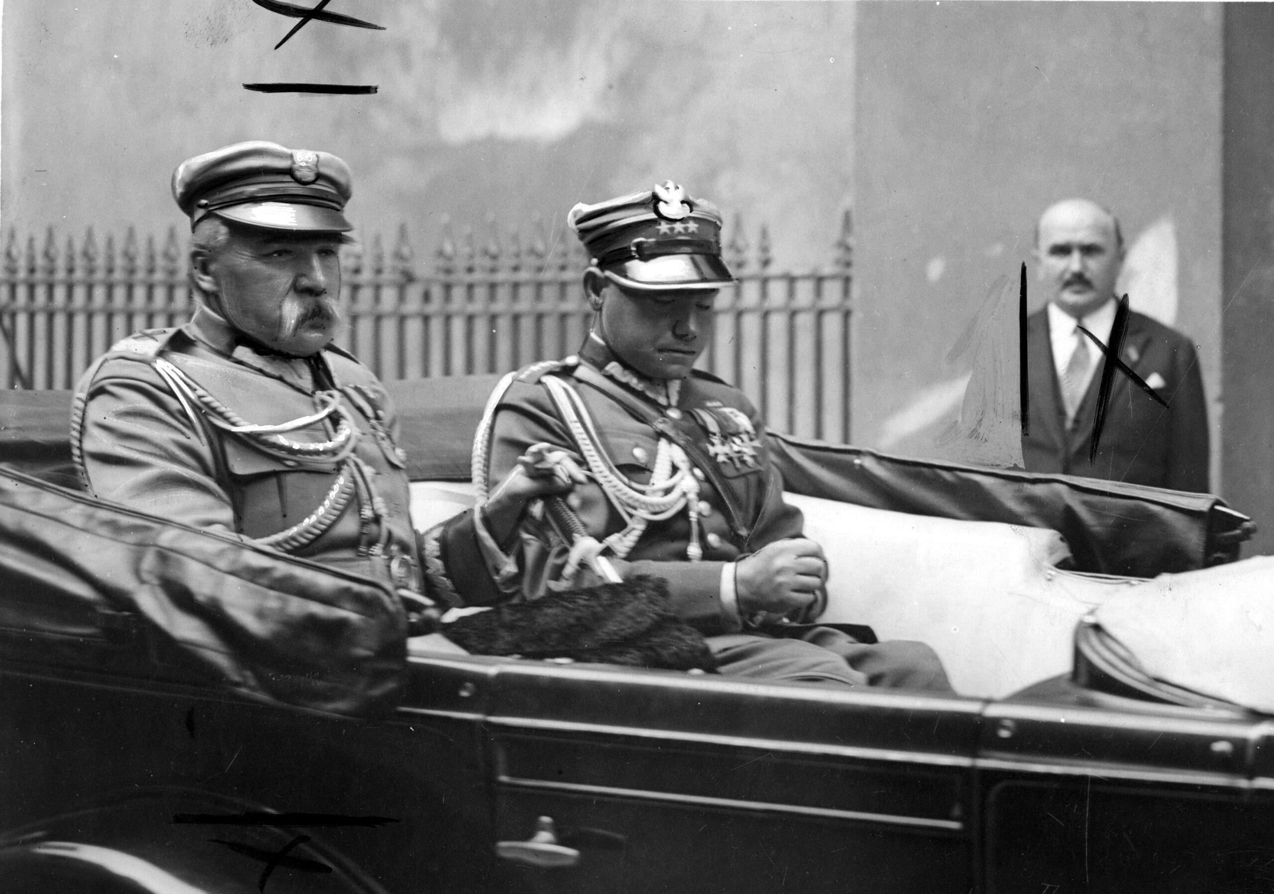 Mieczysław Lepecki i Józef Piłsudski w samochodzie