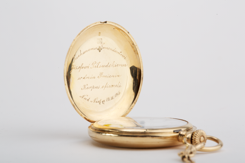 Złoty zegarek firmy Patek Philippe podarowany Piłsudskiemu przez legionistów w 1915 r.