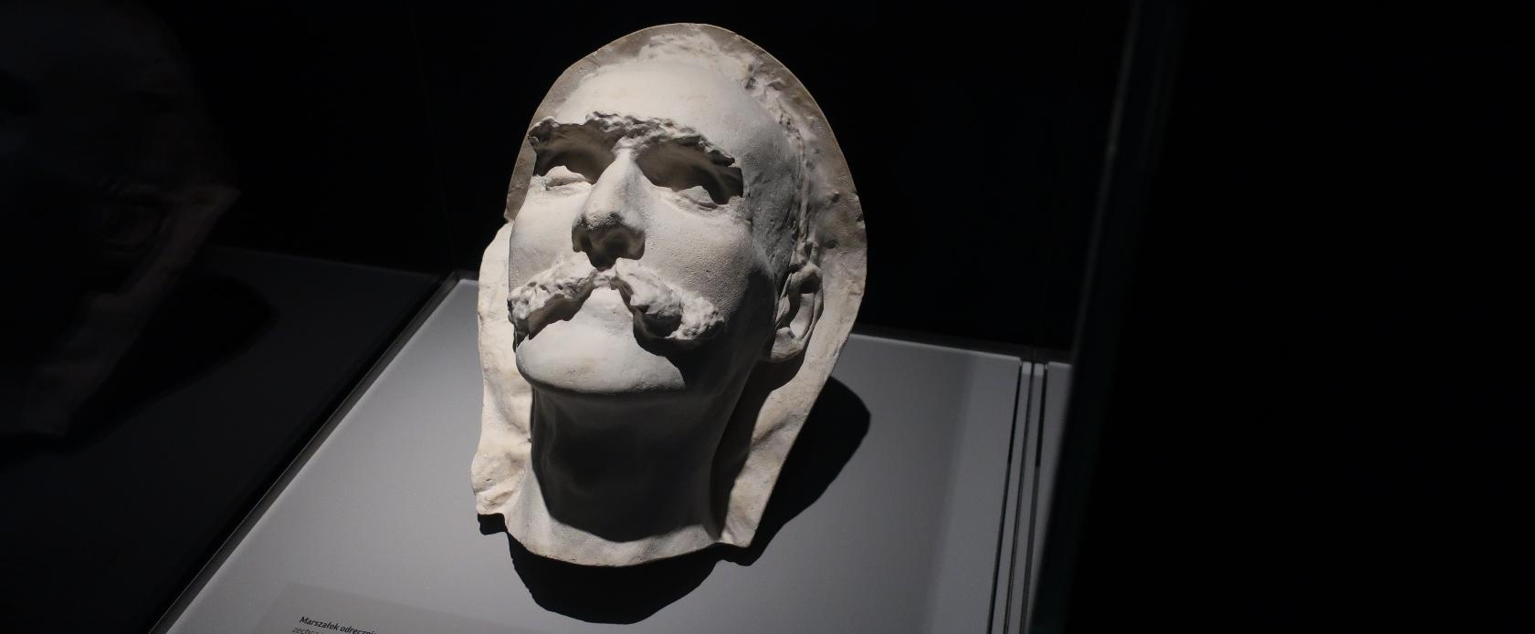 Maska pośmiertna Józefa Piłsudskiego z wystawy Muzeum