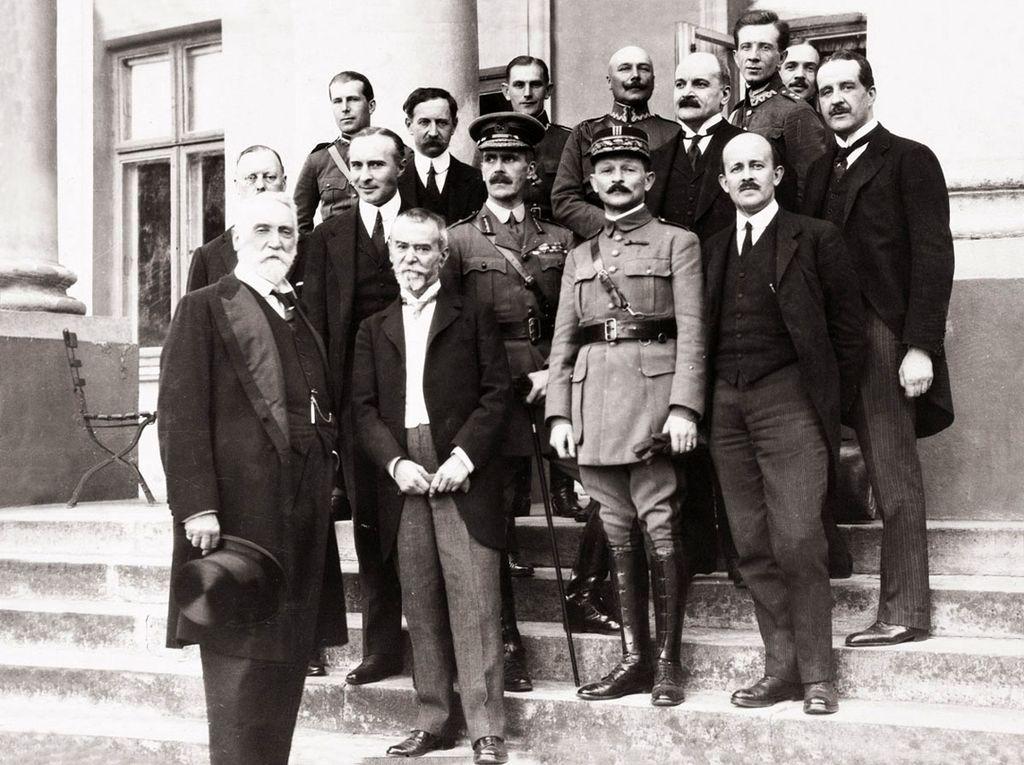 Członkowie misji wojskowej w Polsce w 1920 r. Od lewej: Edgar Vincent D'Abernon, Jean Jules Jusserand, Maxime Weygand, Maurice Hankey