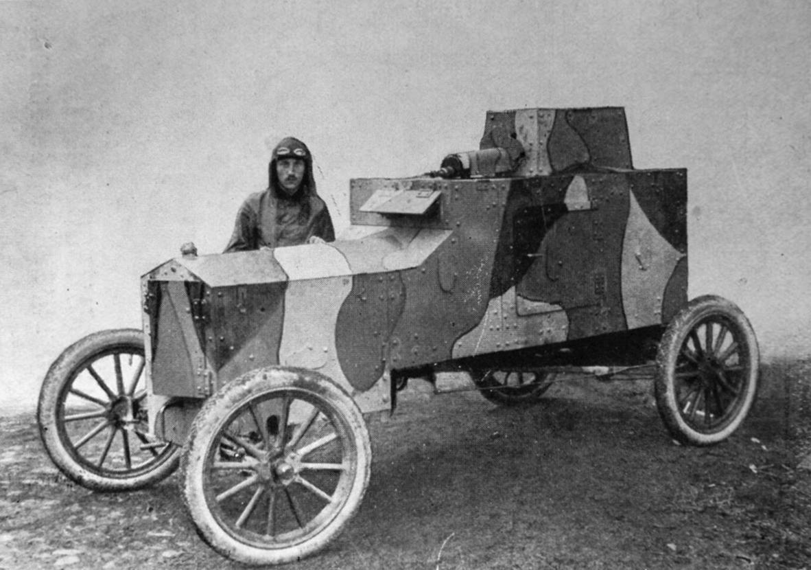 Tadeusz Tański przy skonstruowanym przez siebie samochodzie Ford FT-B