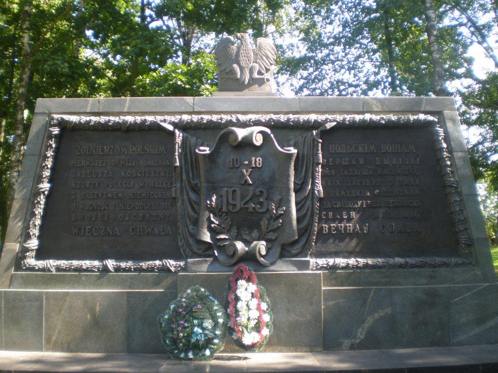 Pomnik na polskim cmentarzu wojennym w Lenino
